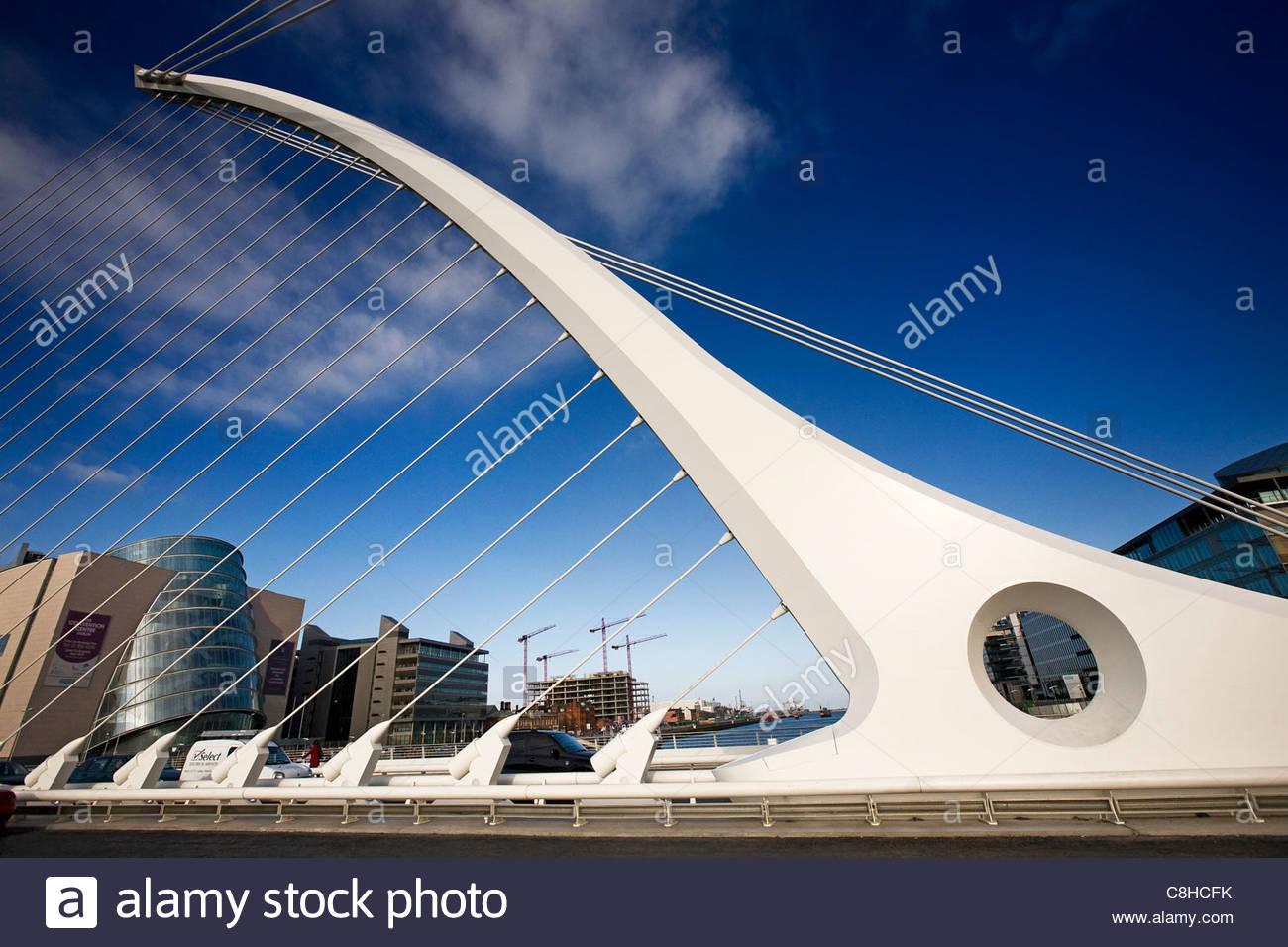 Samuel Beckett Bridge spanning the River Liffey in Dublin's docklands. - Stock Image