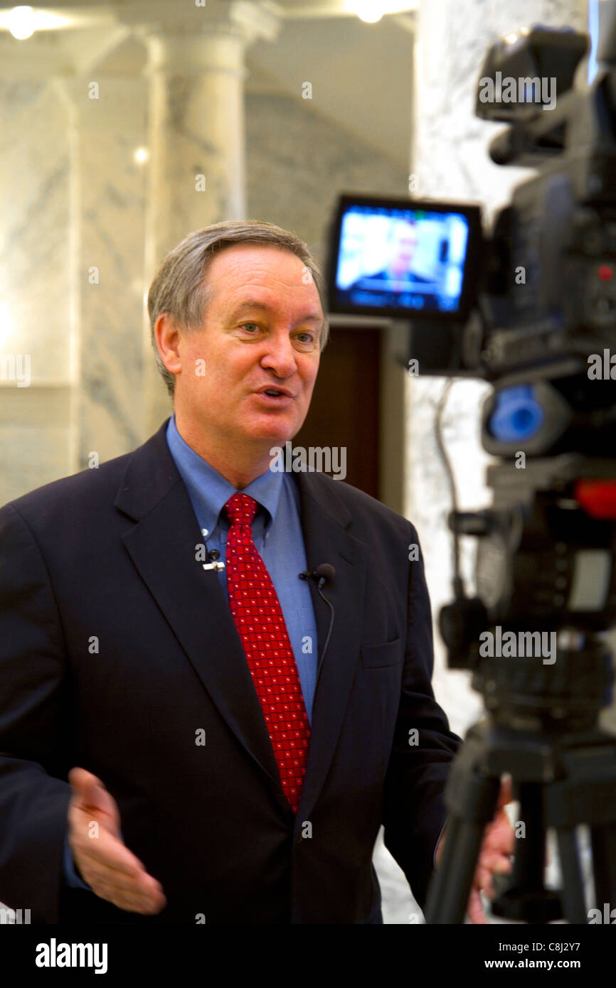 U.S. Senator Mike Crapo speaking to the media inside the Idaho State Capitol building located in Boise, Idaho, USA. - Stock Image