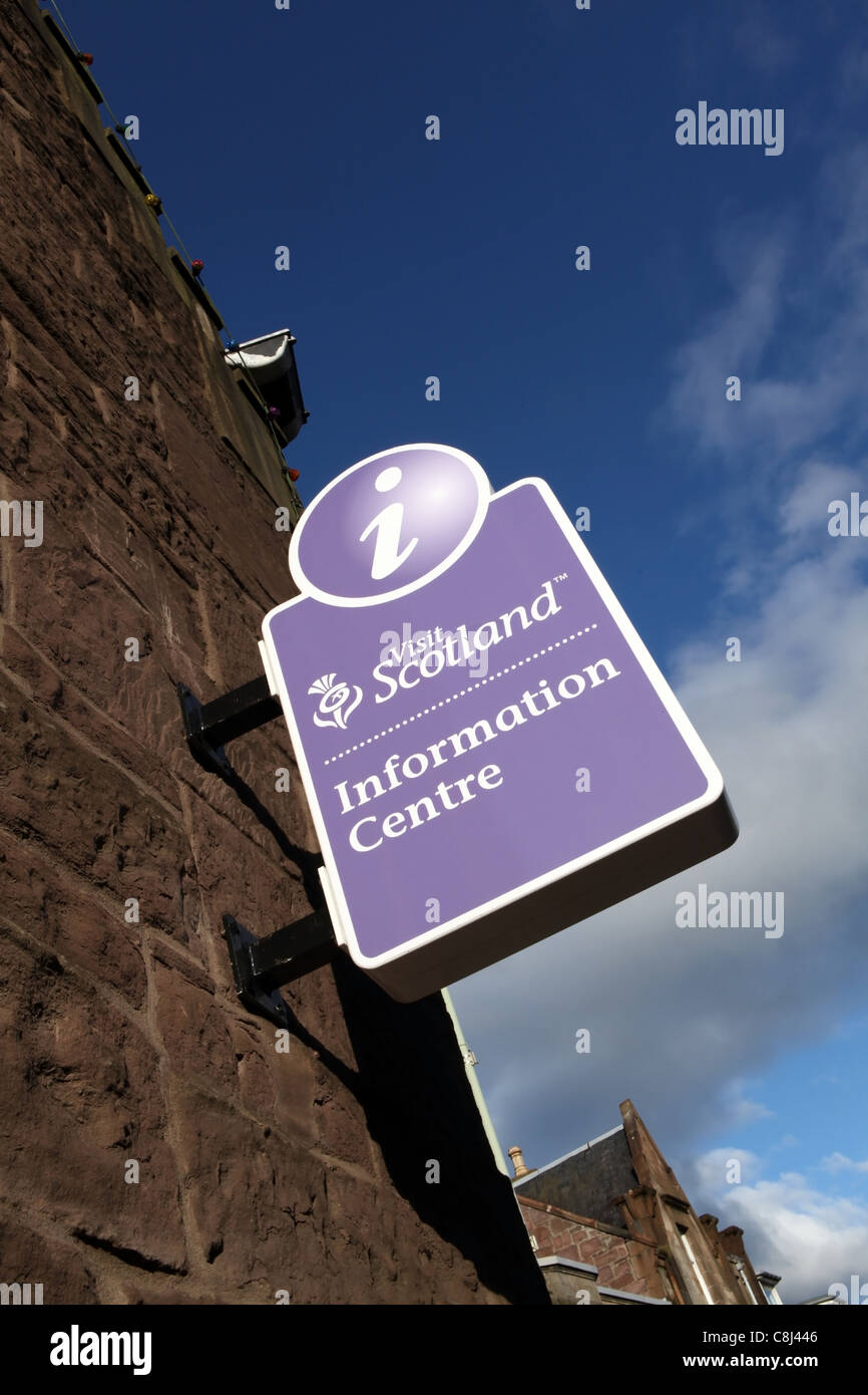 Visit Scotland information centre sign on side of building in Crieff town centre. - Stock Image