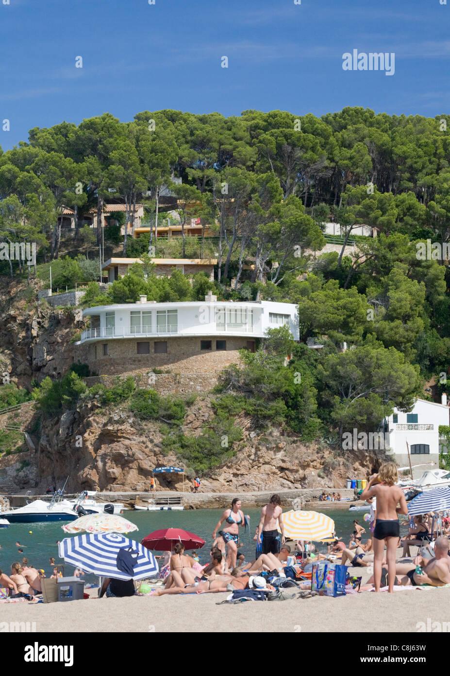 Luxury villa above Sa Riera beach, Costa Brava, Catalonia, Spain - Stock Image