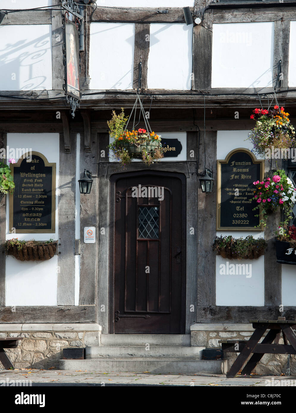 Entrance to the Duke of Wellington Public House, Bugle Street, Southampton, Hampshire, England, UK. - Stock Image
