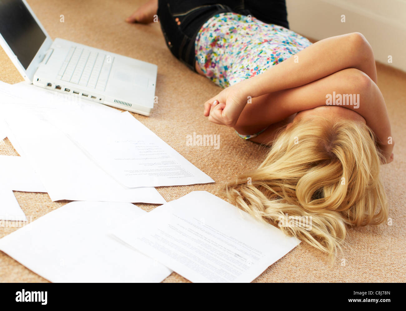 Worried looking girl with papers - Stock Image