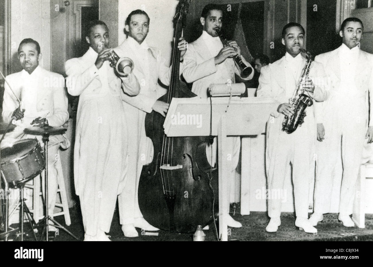 JOHN KIRBY SEXETTE about 1940 from left:O'Neil Spencer, Charlie Shavers, John Kirby, Buster Bailey, Russell - Stock Image