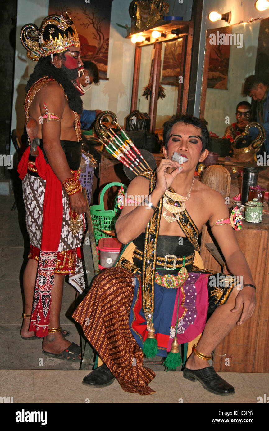 Relaxing Backstage Before A Production Of The Hindu Epic 'The Ramayana' - Stock Image