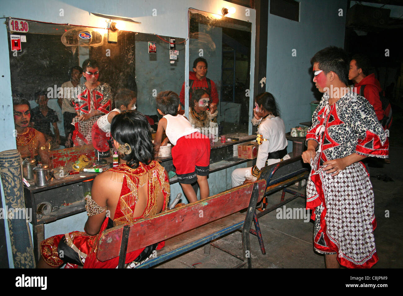 Dance Performers Backstage Before A Production Of The Hindu Epic 'The Ramayana' - Stock Image