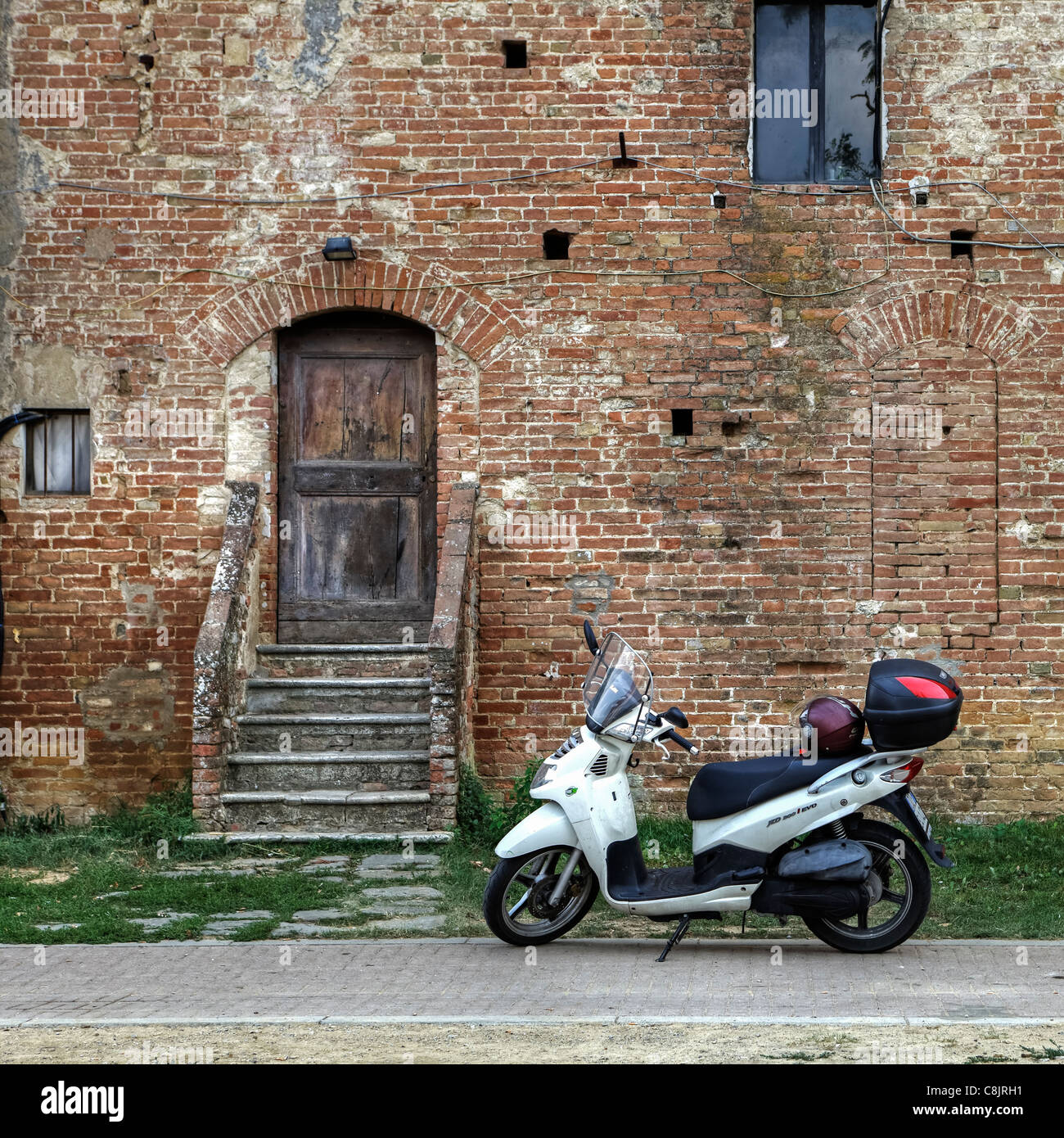 italian lifestyle - old house and a new scooter - Stock Image