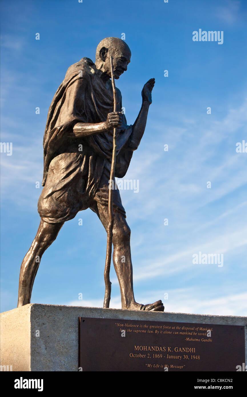 Bronze statue of Mohandas (Mahatma) Gandhi (1869-1948) at the Ferry Terminal Building, San Francisco California - Stock Image