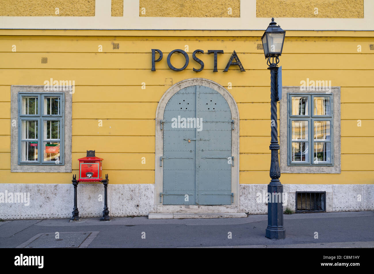 Budapest, a post office in Vár-hegy old Buda - Stock Image