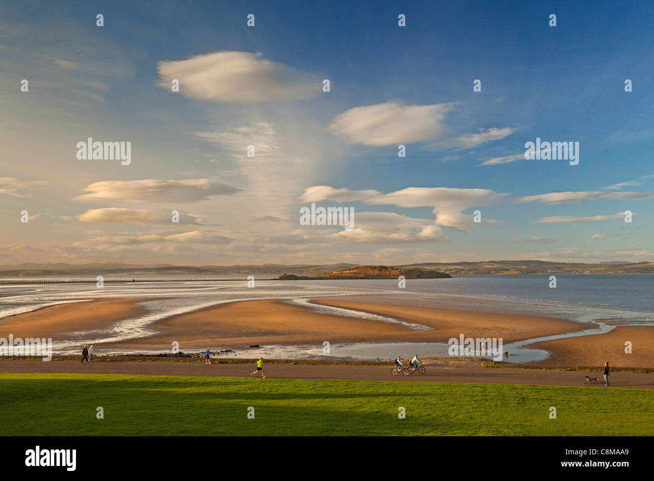 Walkers, Joggers and Cyclists on Cramond Foreshore, Edinburgh - Stock Image