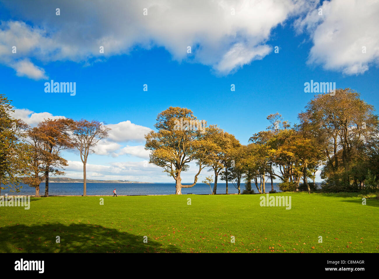 Walker on Cramond Foreshore, Edinburgh - Stock Image
