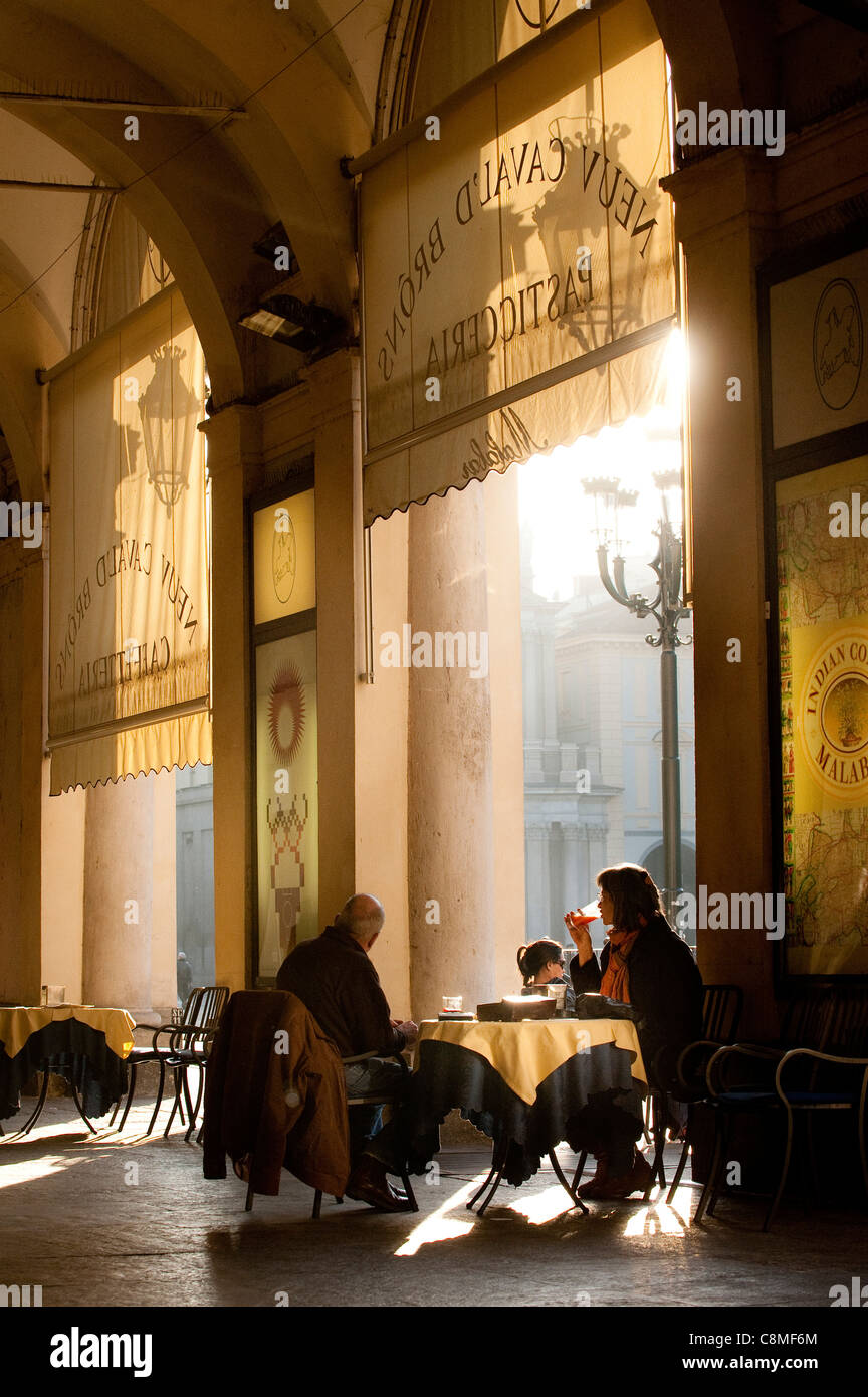 Alfresco dining under a portico overlooking San Carlo Piazza, in the elegant city of Turin, Piedmont, Italy - Stock Image