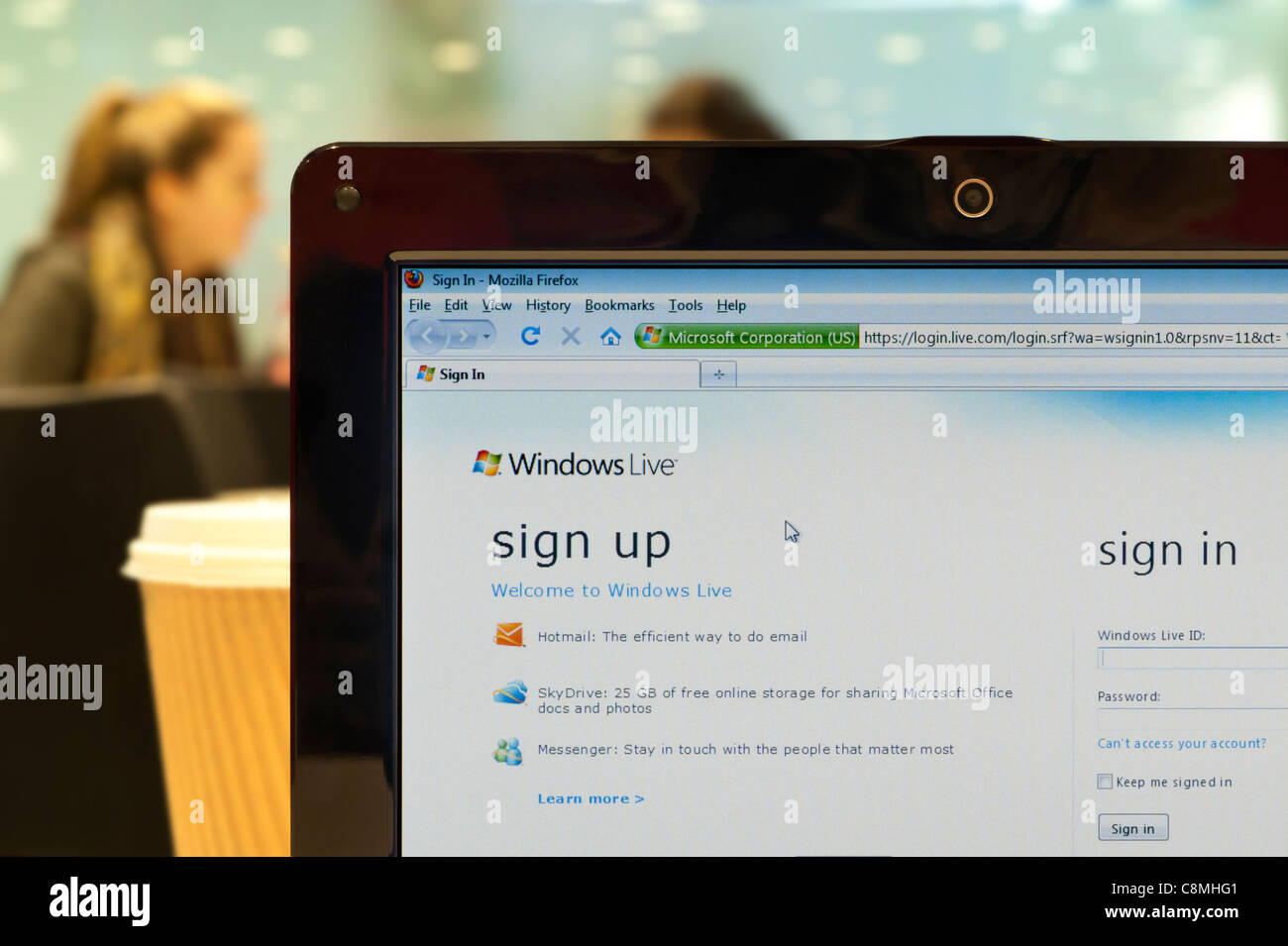 The Windows Live website shot in a coffee shop environment (Editorial use only: print, TV, e-book and editorial - Stock Image