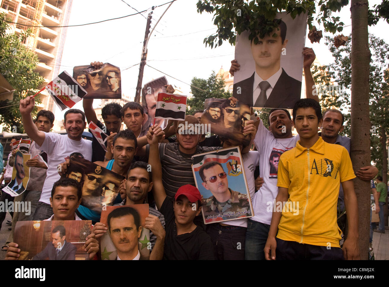 Supporters of the Syrian regime of Bashar Al-Assad during a demonstration in Hamra, west Beirut, Lebanon on 23.10.2011. - Stock Image