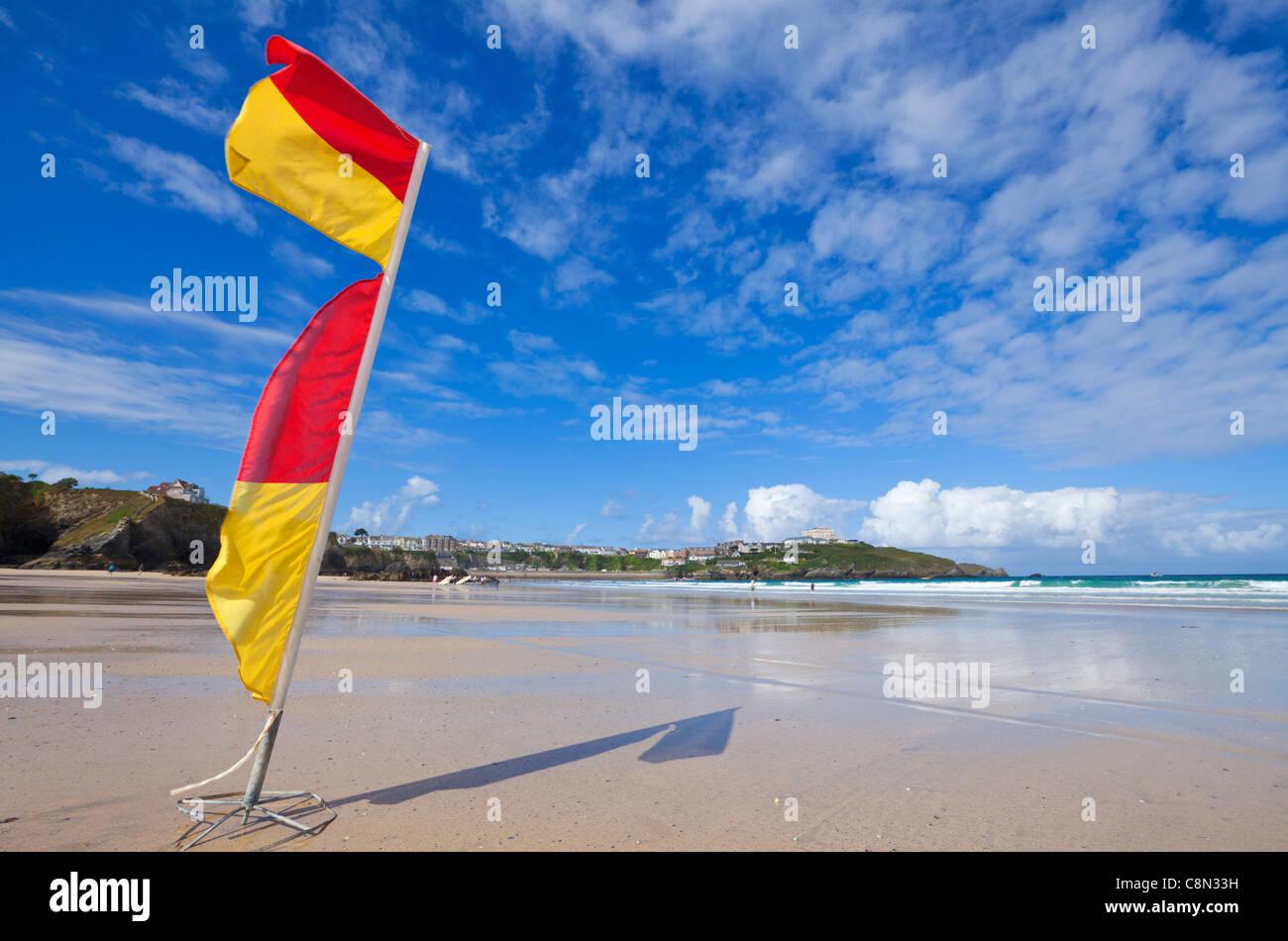 Summer, Lifeguard Warning Flags, Empty Newquay Beach, Cornwall, GB, UK, EU, Europe - Stock Image