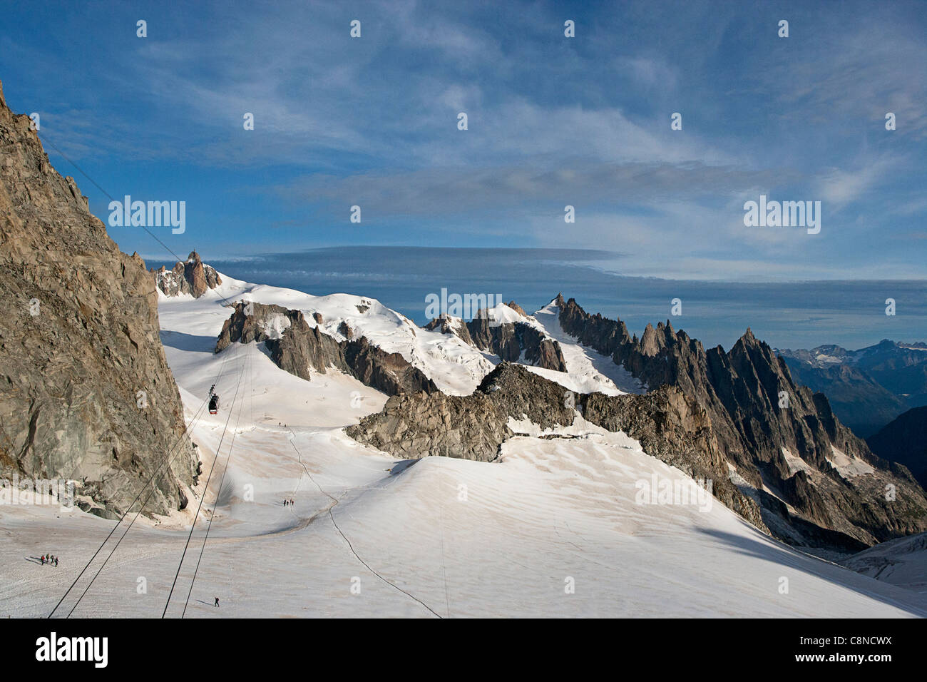 Italy, Piemonte, View from Italian side (Punta Helbronner) to the French (Aiguille du Midi), cable car linking the - Stock Image