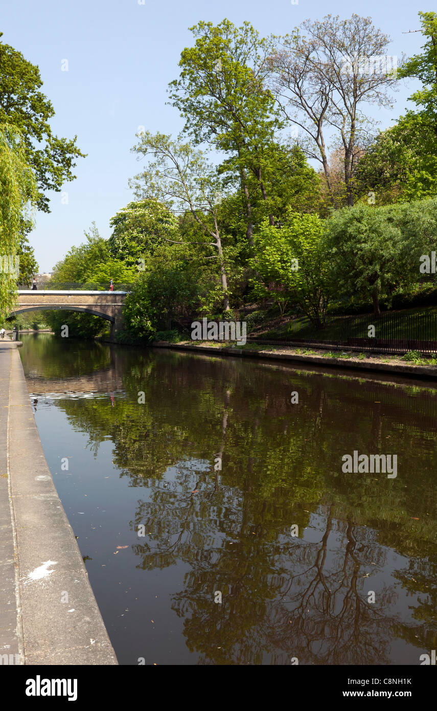 Springtime walk along the Regents Canal towpath - Stock Image