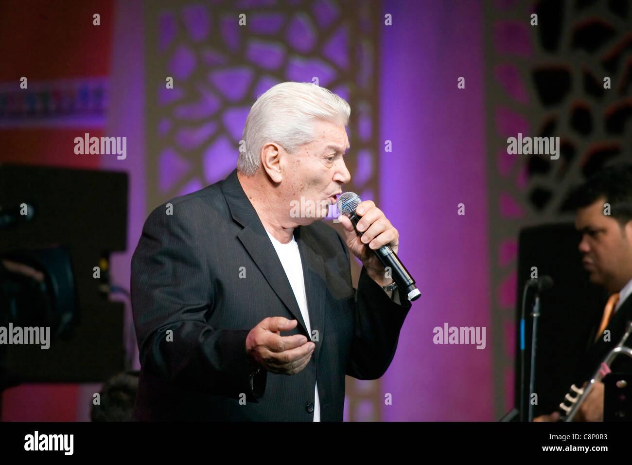 Adalberto Santiago sings for the 'Fiesta en Ballaja'. - Stock Image