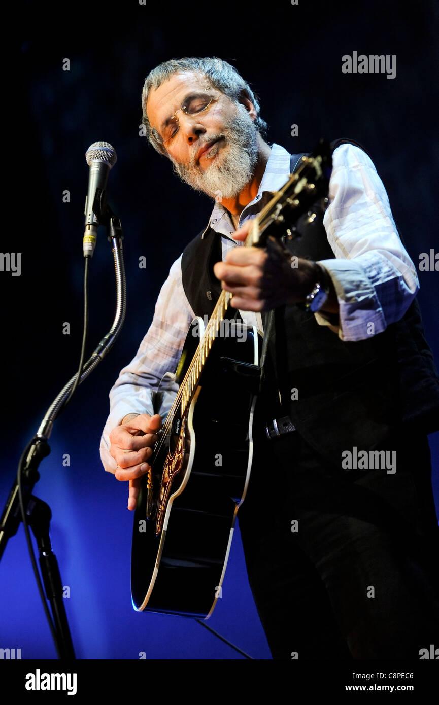 Yusuf Islam performs at the Royal Albert Hall, London, 8th December 2009. - Stock Image