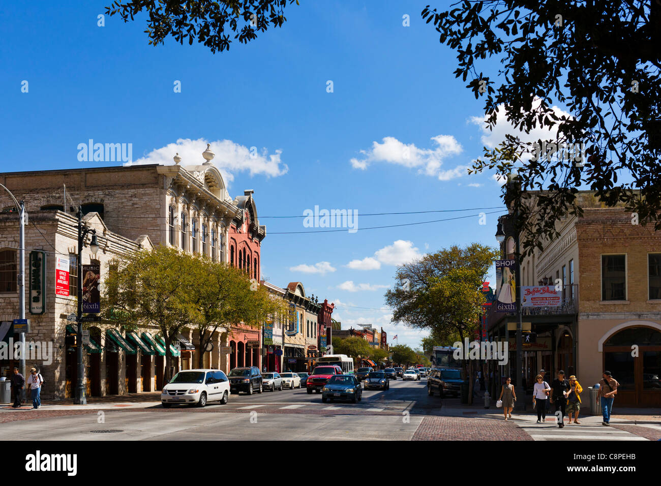 Bars and restaurants on East 6th Street in historic downtown Austin, Texas, USA - Stock Image