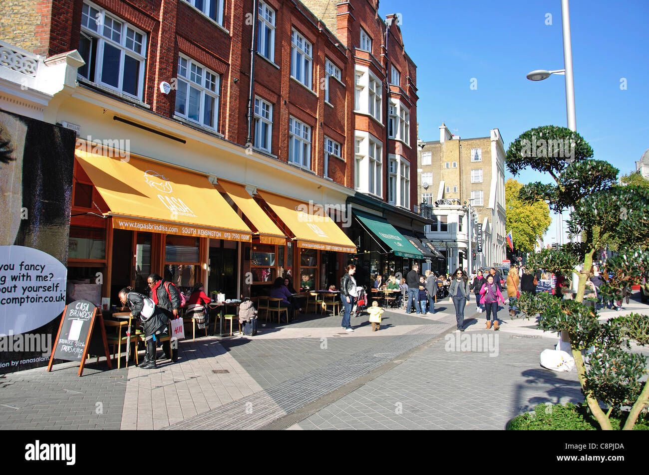 Outdoor cafes, Exhibition Road, Kensington, Royal Borough of Kensington and Chelsea, London, Greater London, England, - Stock Image