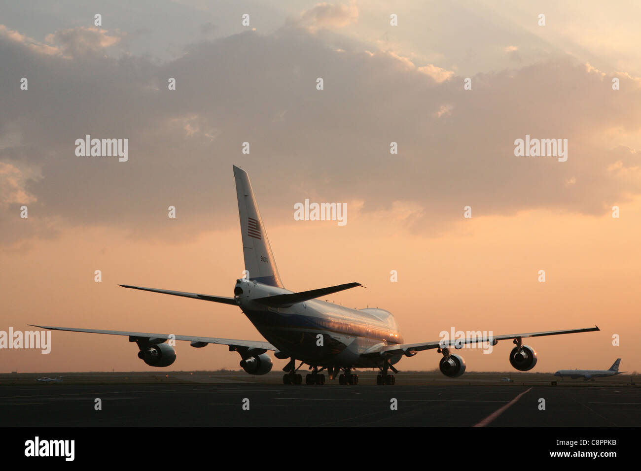 Air Force One aircraft at the Ruzyne Airport in Prague, Czech Republic on 4 April 2009. - Stock Image