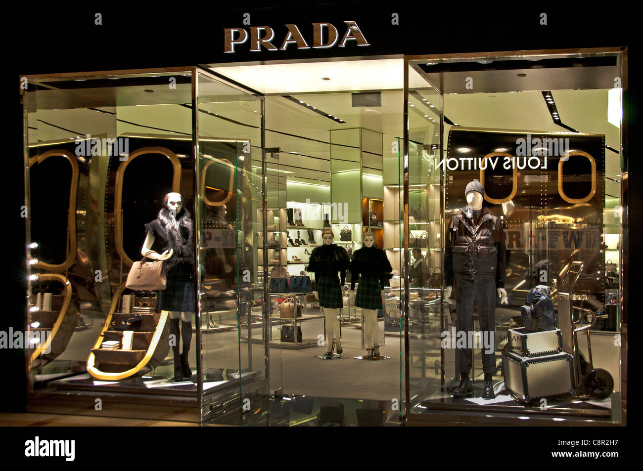 prada italy italian fashion shop display window united states of stock photo 39844931 alamy. Black Bedroom Furniture Sets. Home Design Ideas