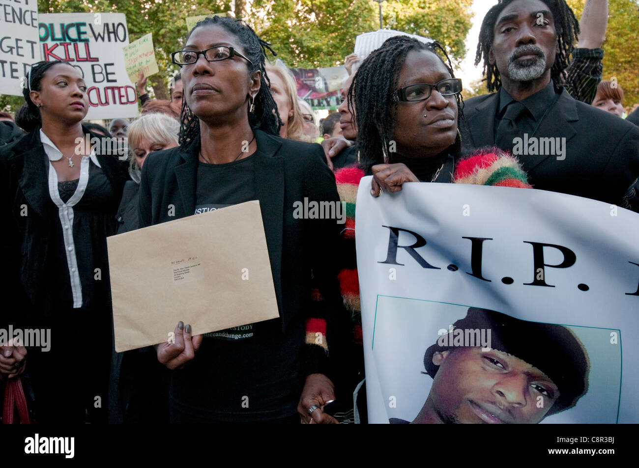 Families & friends of relatives who have died  in police custody hand letter of appeal for justice to Downing - Stock Image