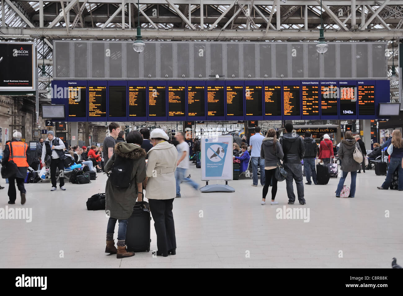 Train arrival and departure board of the Glasgow Central station - Stock Image