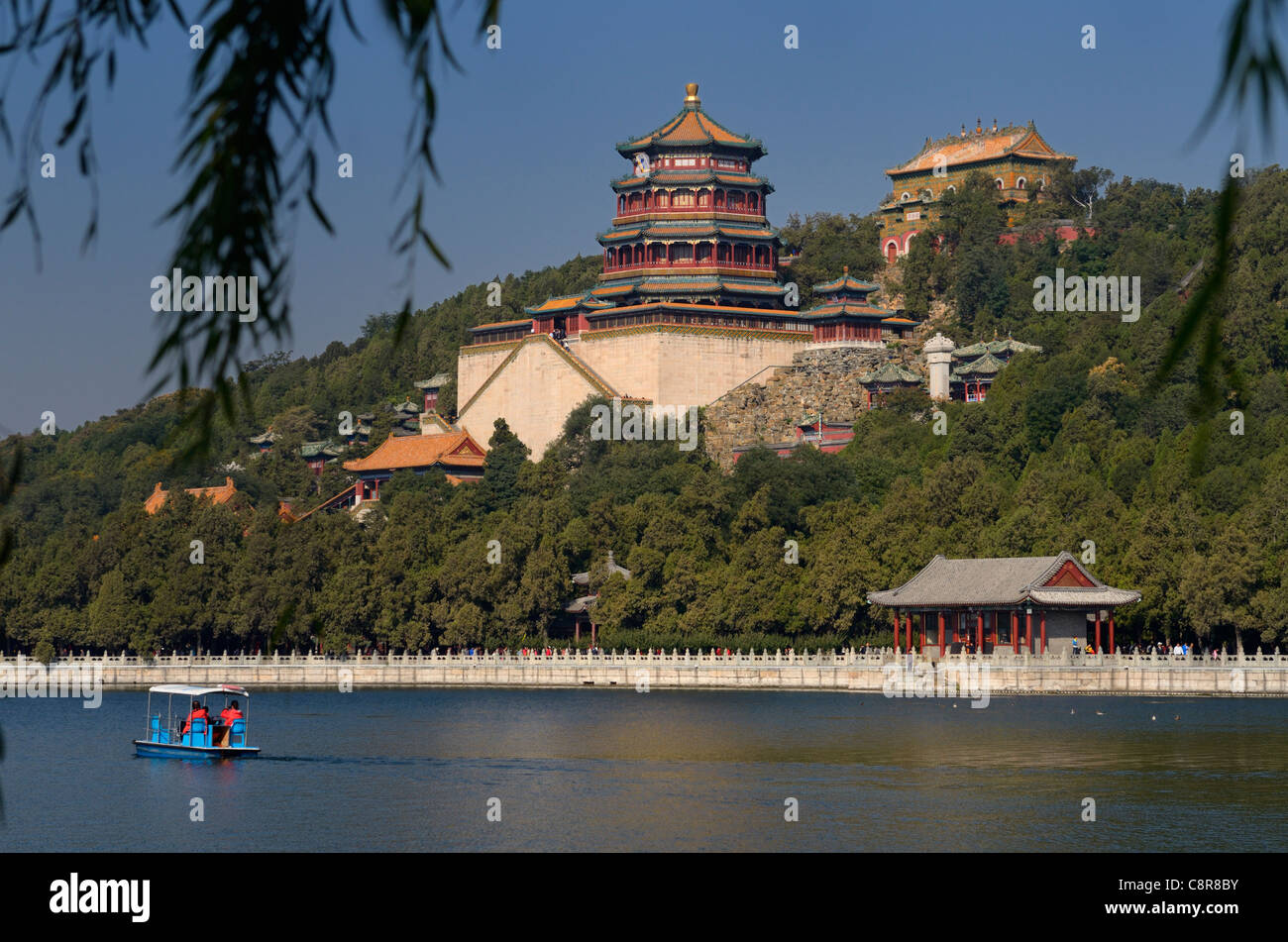 Paddle boaters on Kunming Lake with Buddhist Fragrance and Sea of Wisdom temples at Summer Palace Beijing China - Stock Image