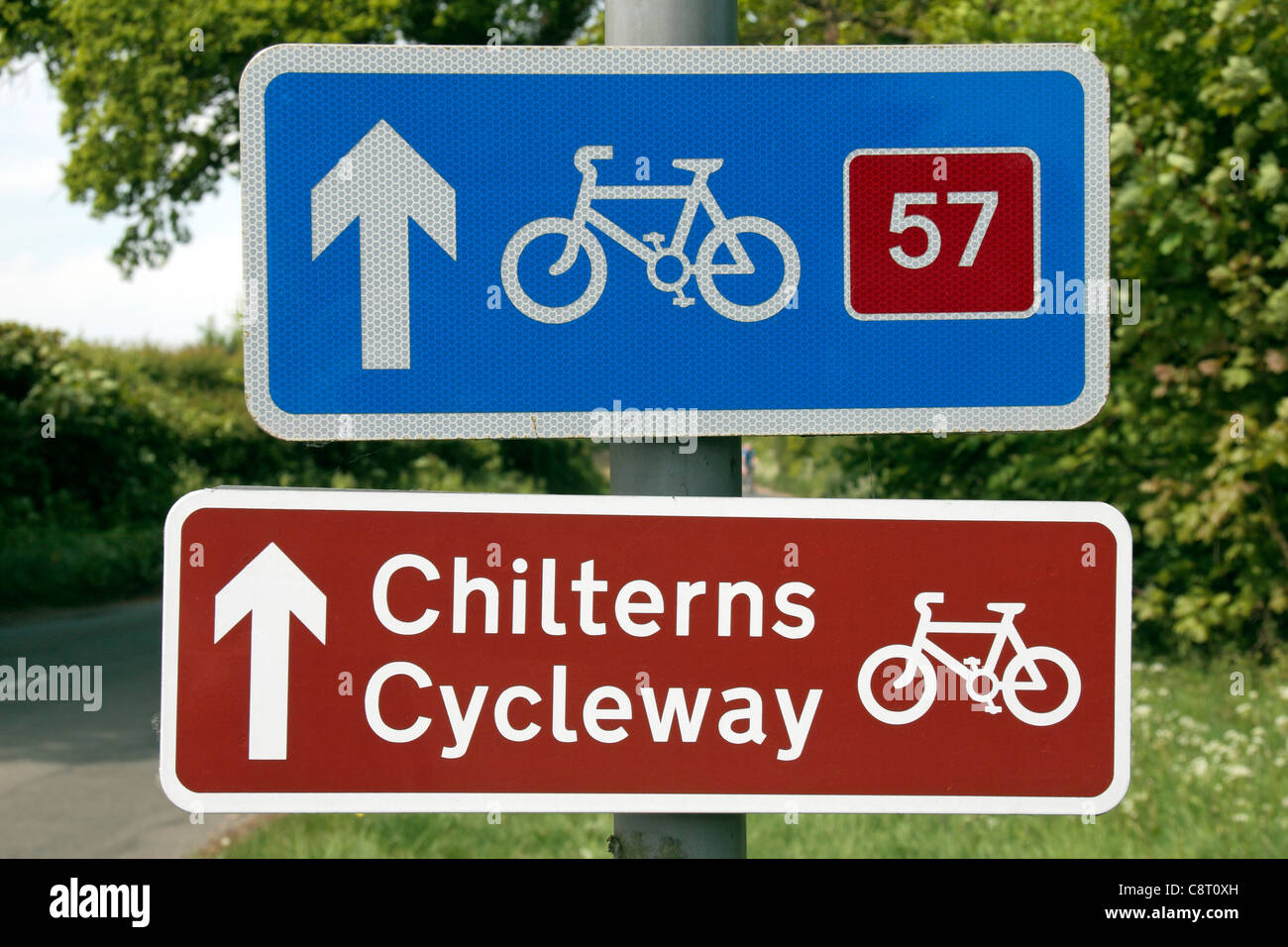 Road signs for the Chilterns Cycleway and national cycle route 57 near Great Missenden, Buckinghamshire, England. - Stock Image