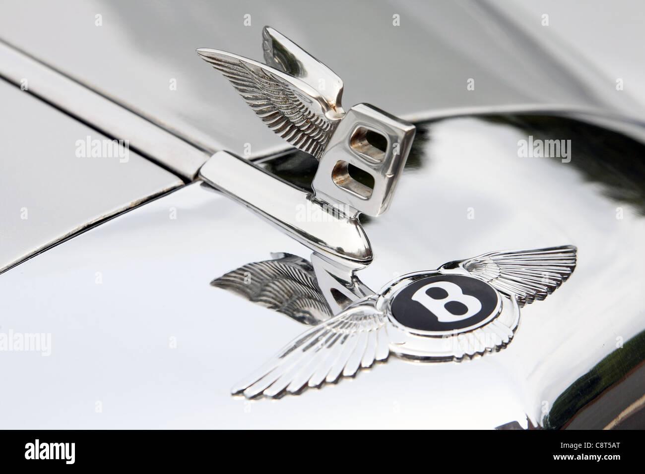 Logo On A Vintage Bentley Car Stock Photo Alamy