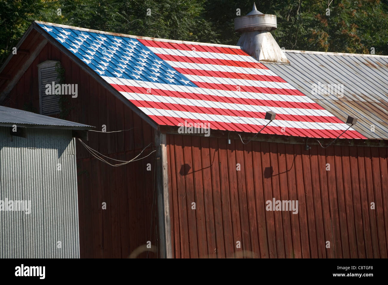 USA, New York State, Chester, Barn with American Flag on roof - Stock Image