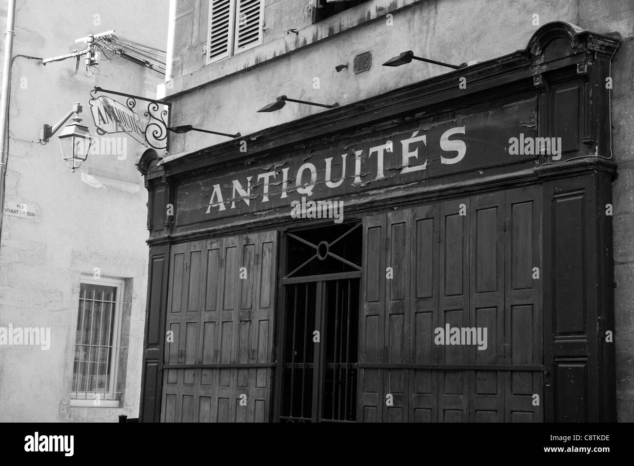 Antique shop, Beaune, Burgundy, France - Stock Image