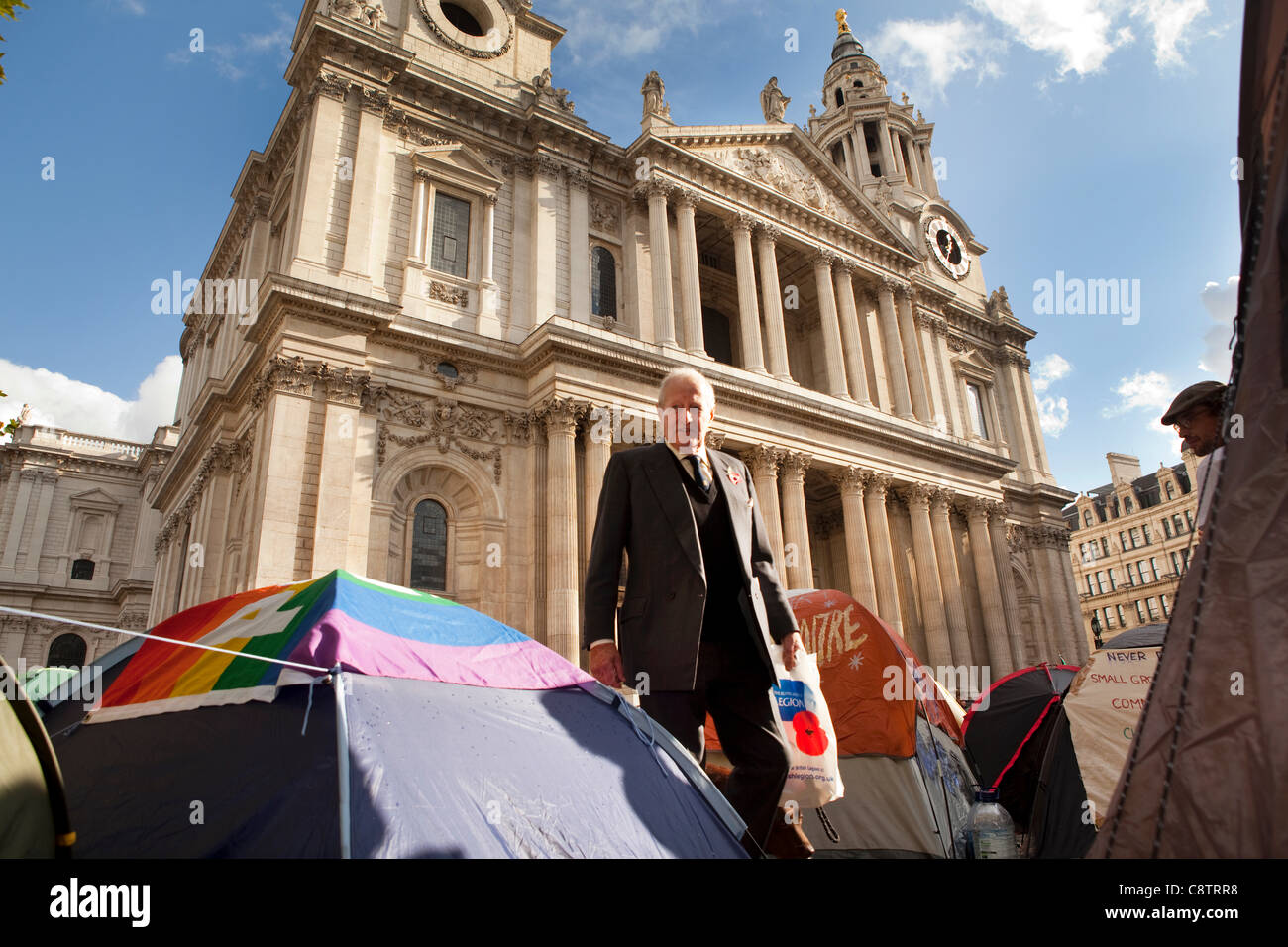 Outside St Paul's Cathedral in London. The camp of the anti-capitalist protesters near to London's stock - Stock Image