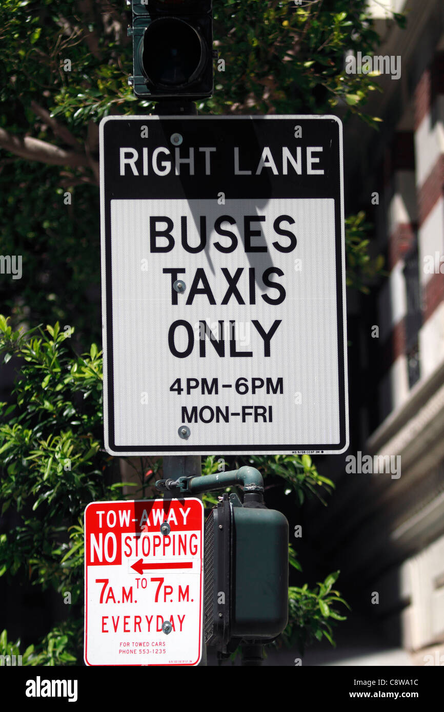 San Francisco road sign Right Lane Buses taxis only 4pm - 6pm Mon - fri towaway No stopping - Stock Image