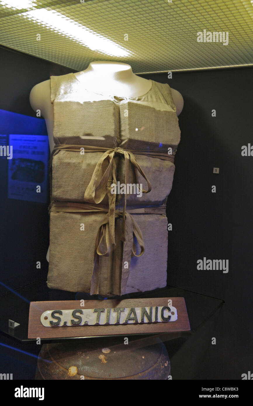 Life jacket on display in the Titanic exhibition in the Merseyside Maritime Museum, Albert Dock, Liverpool, England. - Stock Image