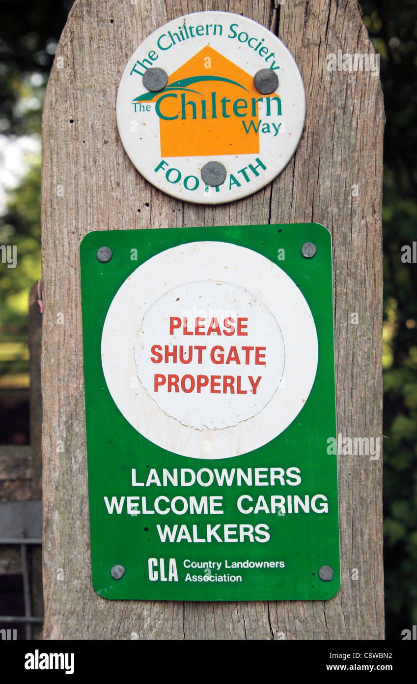 A 'Please Shut Gate Properly. Landowners Welcome Caring Walkers' sign on a public footpath in the Chilterns, - Stock Image