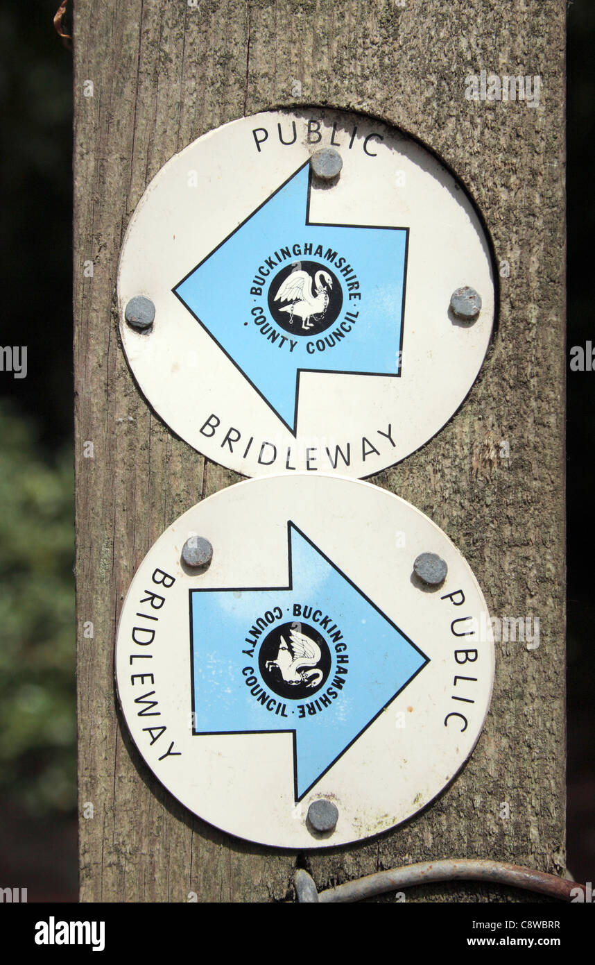 Twin markers indicating public bridleway, pointing in opposite directions on a wooden post, Wendover, Chilterns, - Stock Image