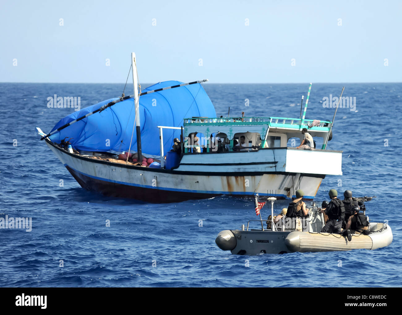 guided-missile cruiser USS San Jacinto (CG 56) investigate a suspicious dhow Stock Photo