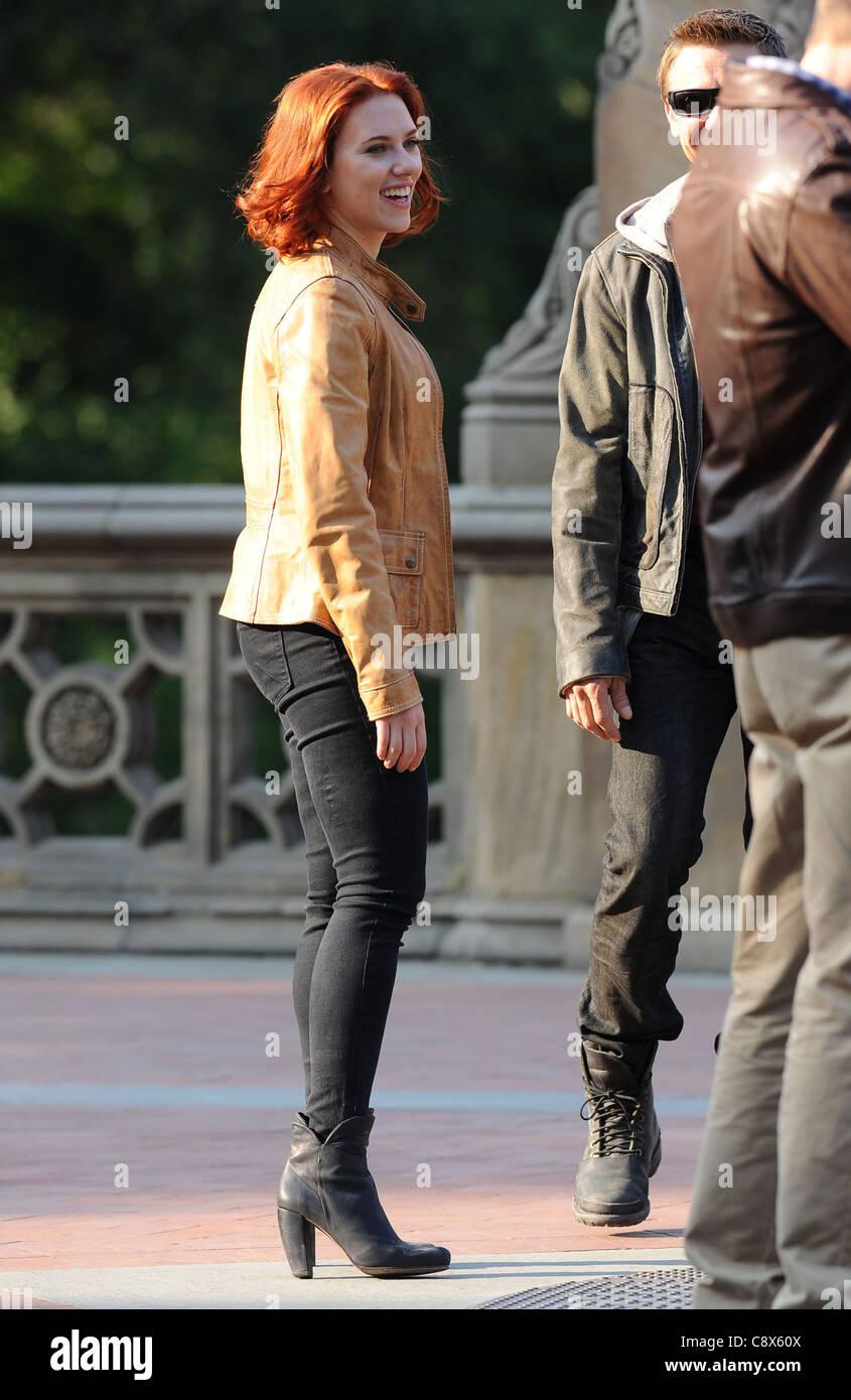 Scarlett Johansson On Locationavengers Filming On Location Central Stock Photo Alamy