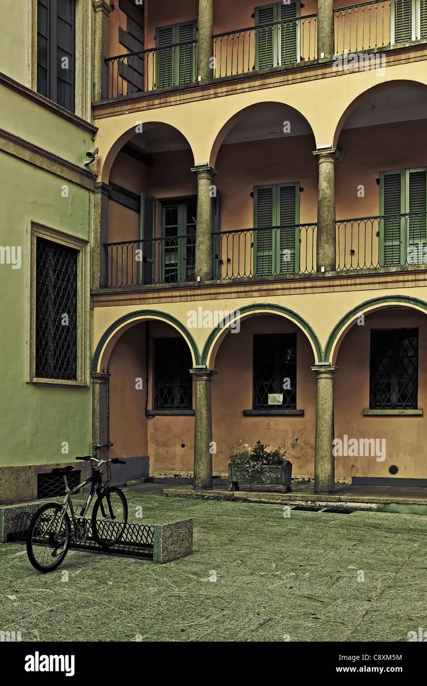 Backyard in an Italian city with bike - Stock Image