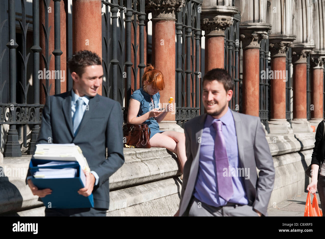 Hot weather workers near High Court London - Stock Image