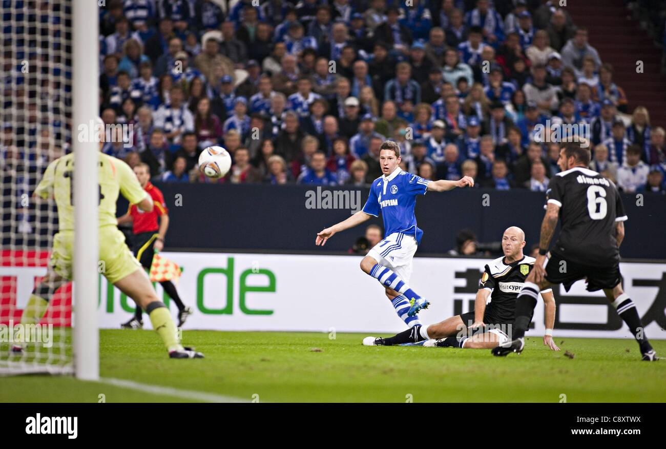 03 11 2011  UEFA Europa League Group stage  FC Schalke 04 versus AEK Larnaca Julian Draxler S04 Goalkeeper Mwatches - Stock Image