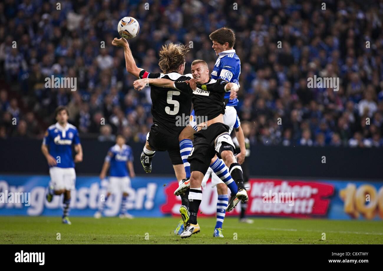 03 11 2011  UEFA Europa League Group stage  FC Schalke 04 versus AEK Larnaca Gregoor van Dijk Larnaca with a Handball - Stock Image