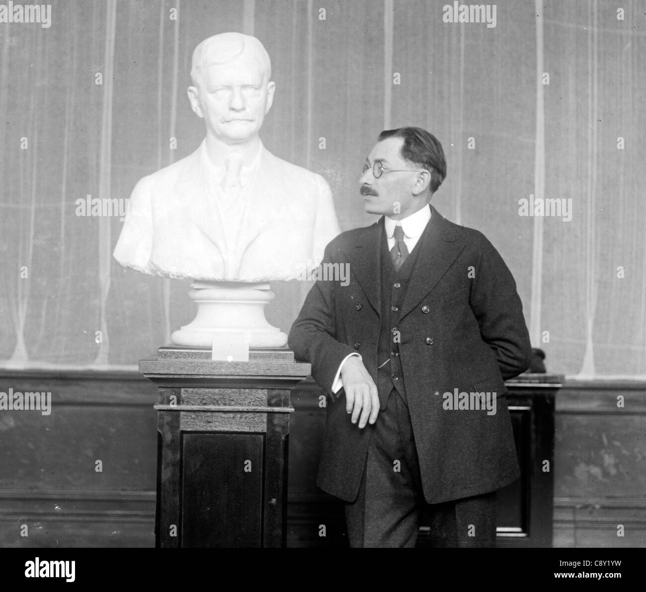 Moses Wainer Dykaar & Bust of Marshall Stock Photo