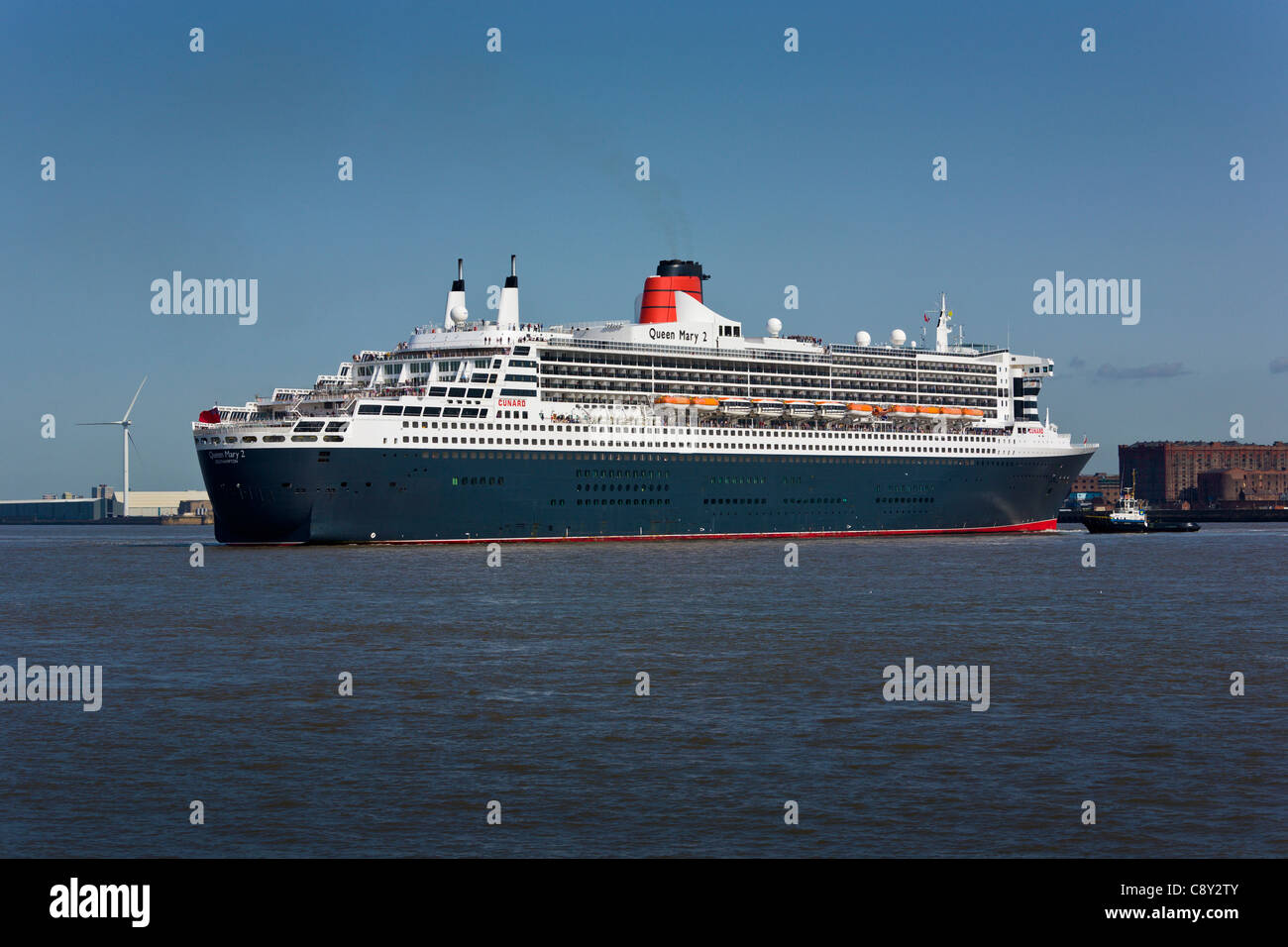 Queen Mary 2 turning in the River Mersey, Liverpool - Stock Image