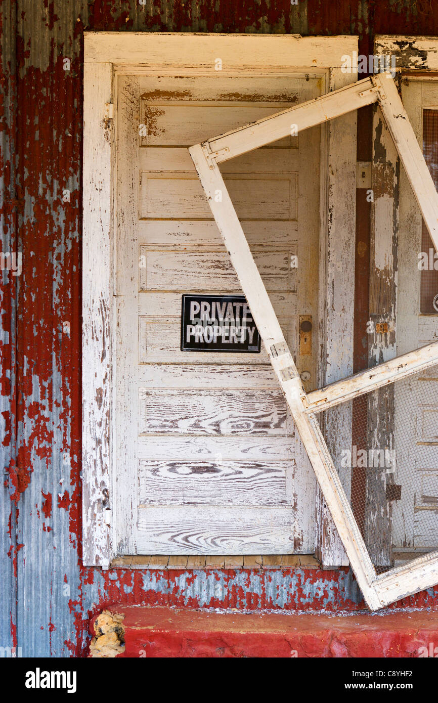 Private Property sign on the door of a dilapidated shack on Highway 280 outside Plains, Georgia, USA - Stock Image