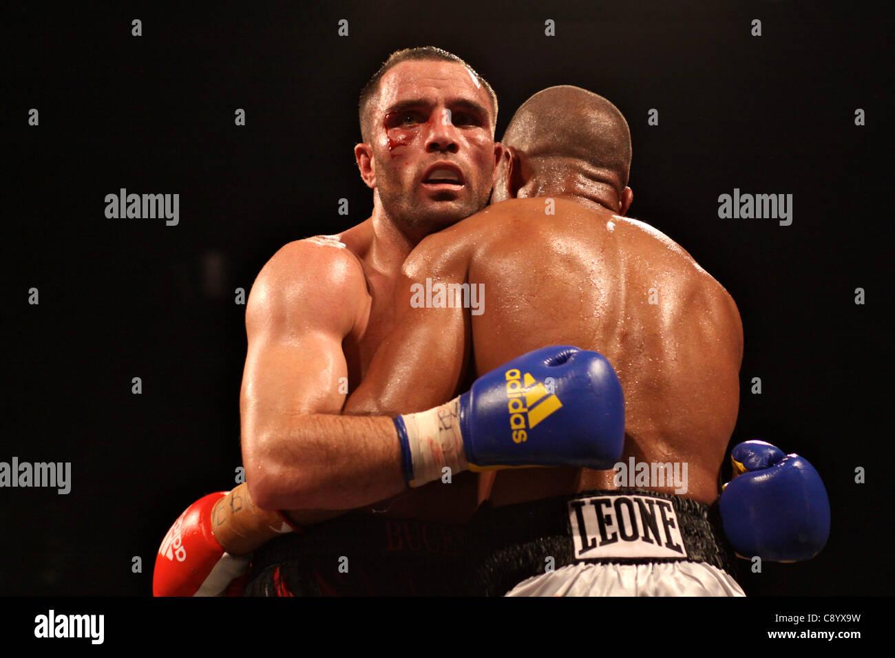 FLORENCE (IT), 04/Nov/2011: Bundu VS Petrucci, Welter Weight Boxing European Title @ Mandela Forum - - Stock Image
