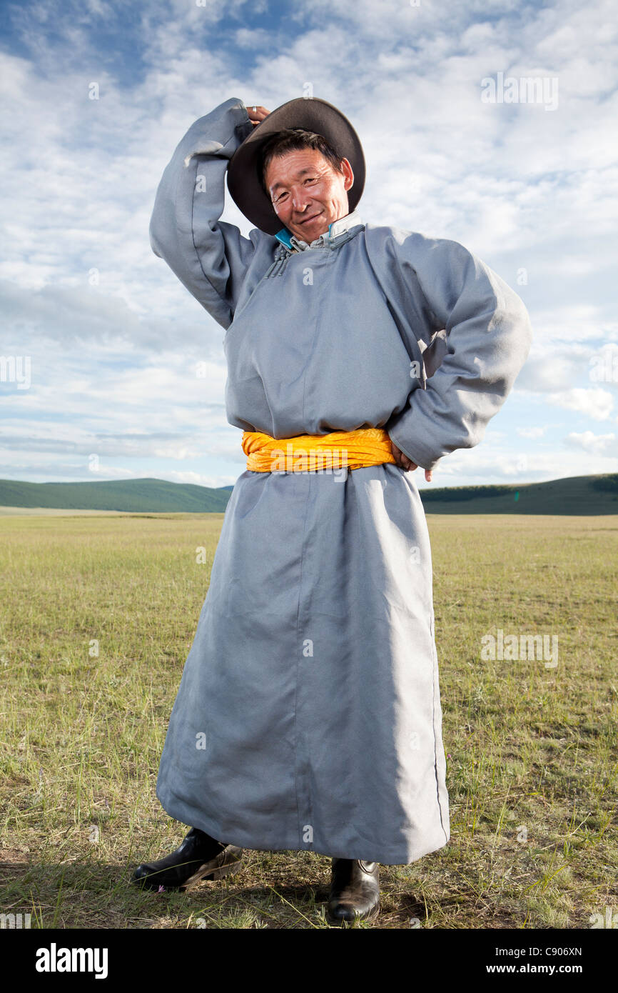 Mongolian man take pose with traditional cloth Deel, Tsagaannuur, Khövsgöl, Mongolia - Stock Image