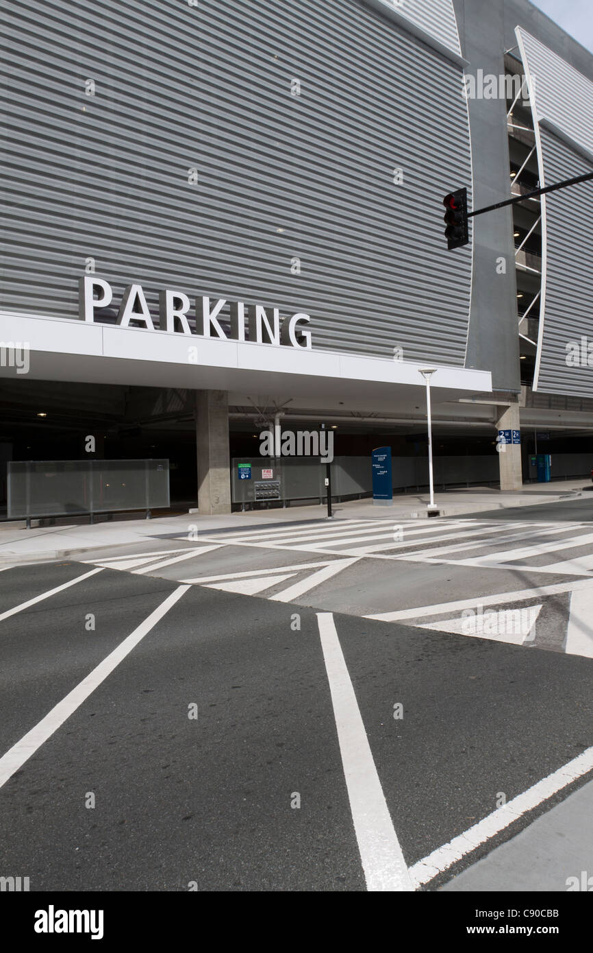 Crosswalk leading to parking garage structure at San Jose Airport in California - Stock Image